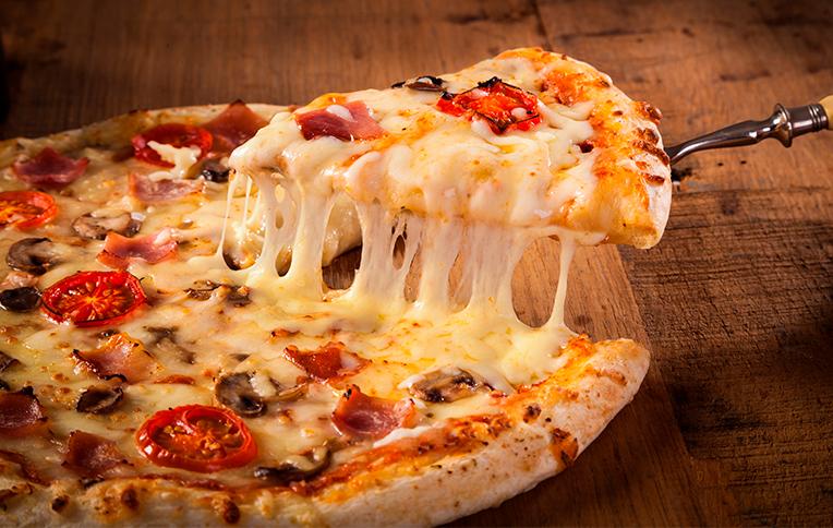 Pizza con queso derretido